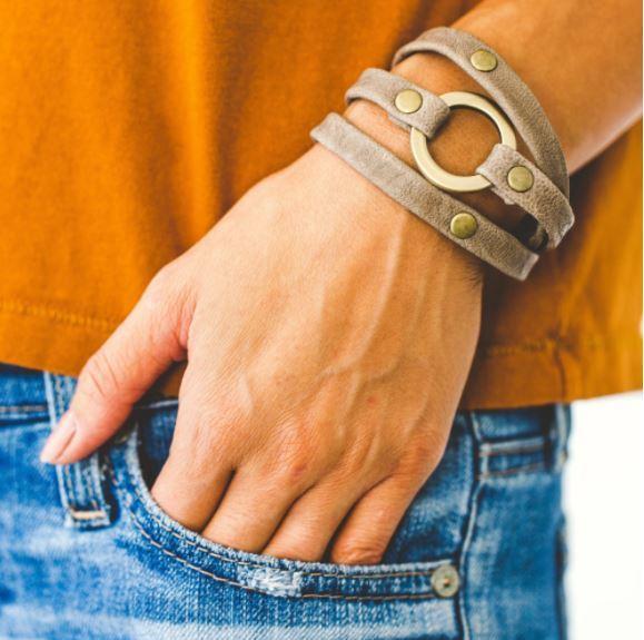 giving bracelet